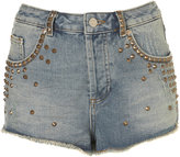 topshop-shorts-minishort-en-jean-avec-clous-dores-moto